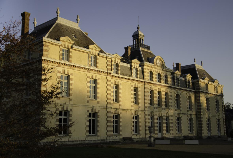 Le château de la Grange-la-Prevôté au coucher du Soleil