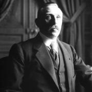 Qu'a créé le père de Germaine Hennion ?